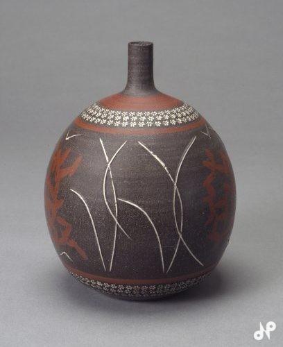 加彩灰釉花鳥文飾壺